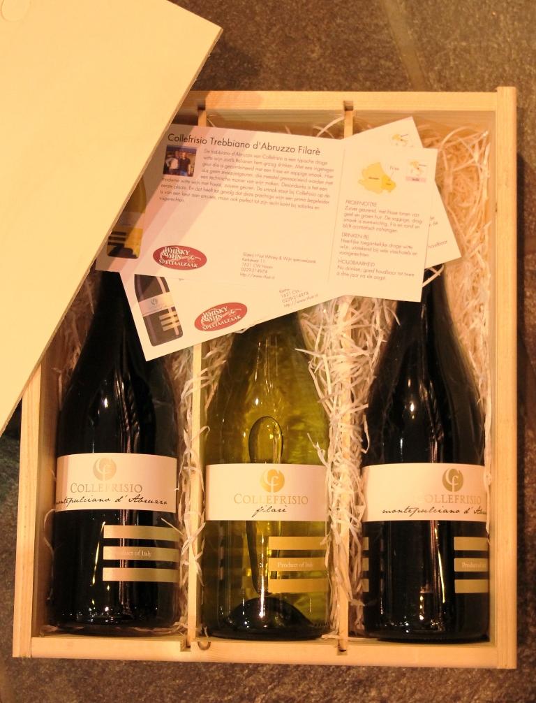 Collefrisio  Filarè 3 flessen 2rood en 1 wit in houten kist